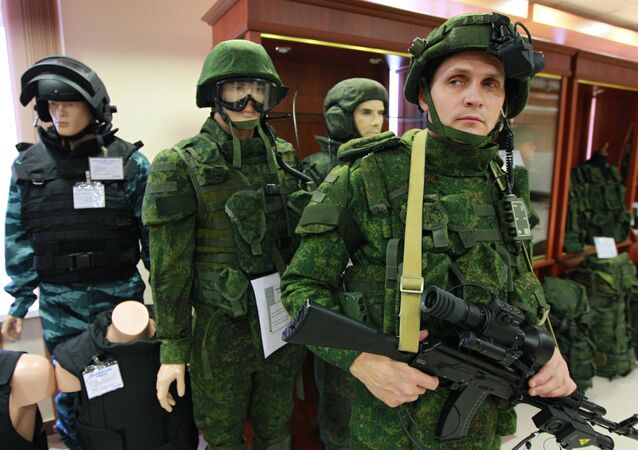 An officer with the Federal State Unitary Enterprise TSNIITOCHMASH demonstrates an equipment kit Soldier of the Future in the 21st century in the State demonstration and testing center of the Klimovsk company. File photo
