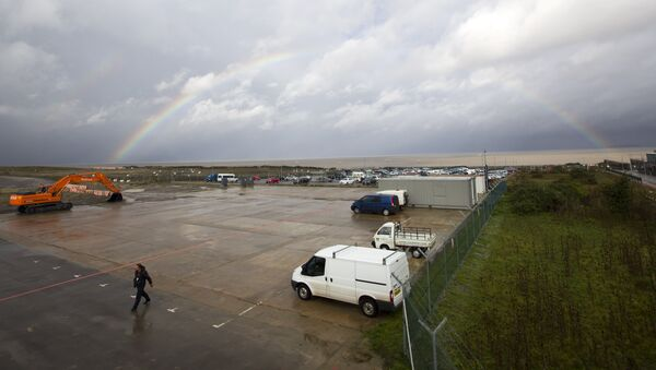Rainbow over development land where the reactors of Hinkly C nuclear power station at Hinkley Point is supposed to be built on the west coast of England - Sputnik International