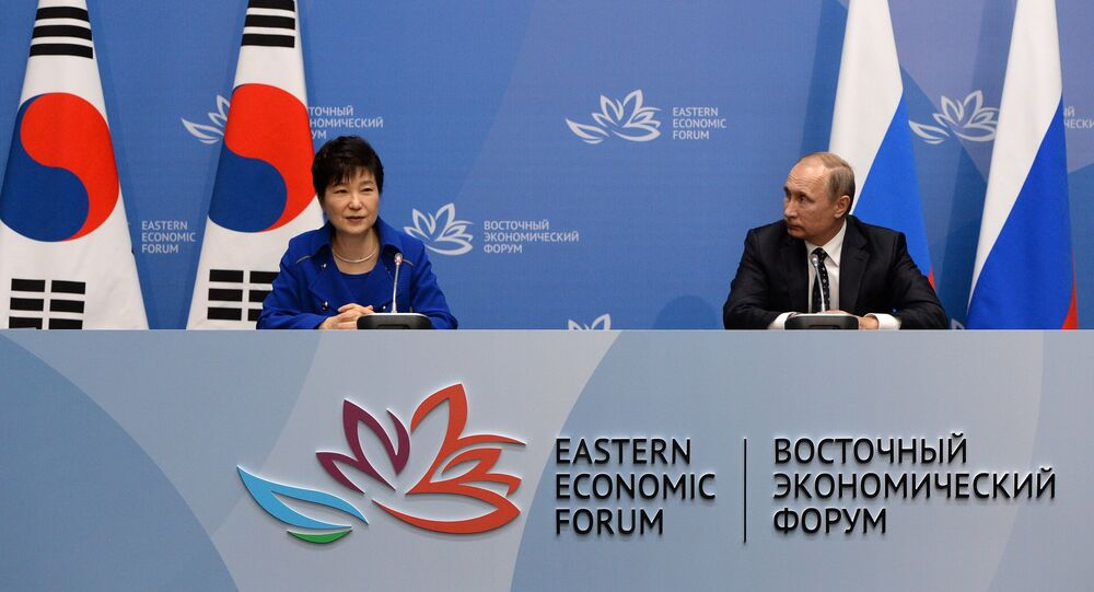 Russian President Vladimir Putin and South Korean President Park Geun-hye at a press-conference following the Russian-South Korean talks as part of the Eastern Economic Forum. (File)