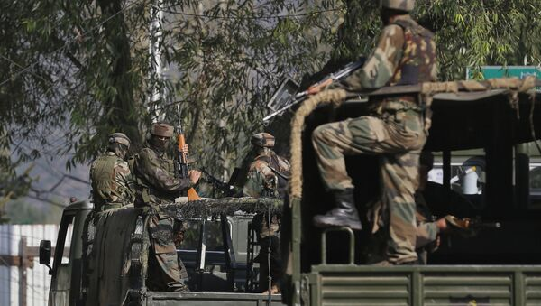 Indian soldiers guard outside the army base which was attacked Sunday by suspected militants at Uri, Indian controlled Kashmir, Monday, Sept. 19, 2016. - Sputnik International