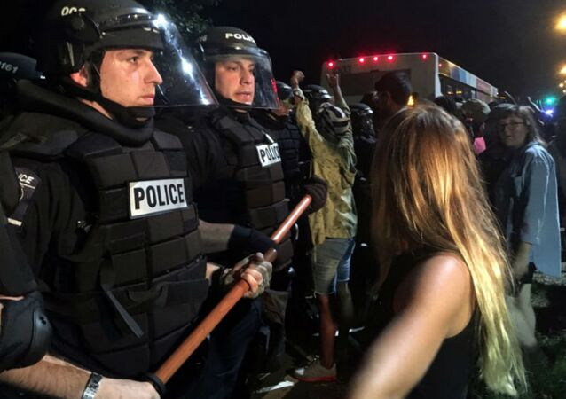 Woman Confronts Police During Keith Lamont Scott Protests in Charlotte