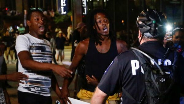 People shout at the police in uptown Charlotte, NC during a protest of the police shooting of Keith Scott, in Charlotte, North Carolina, U.S. September 21, 2016 - Sputnik International