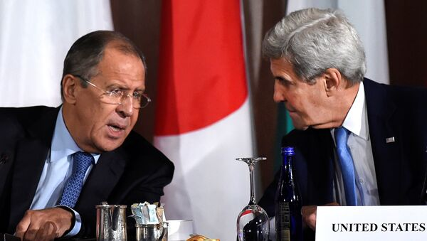 U.S. Secretary of State John Kerry speaks with Russian Foreign Minister Sergei Lavrov during the International Syria Support Group meeting at the Palace Hotel in Manhattan, New York, U.S., September 22, 2016 - Sputnik International