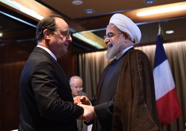 French President Francois Hollande (L) meets with Hassan Rouhani, Iran's President, on the sidelines of the 71st session of the UN General Assembly in New York on September 20, 2016