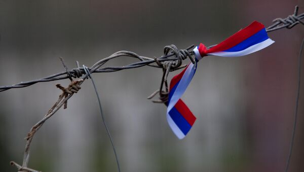 Barbed wire with a Russian flag - Sputnik International
