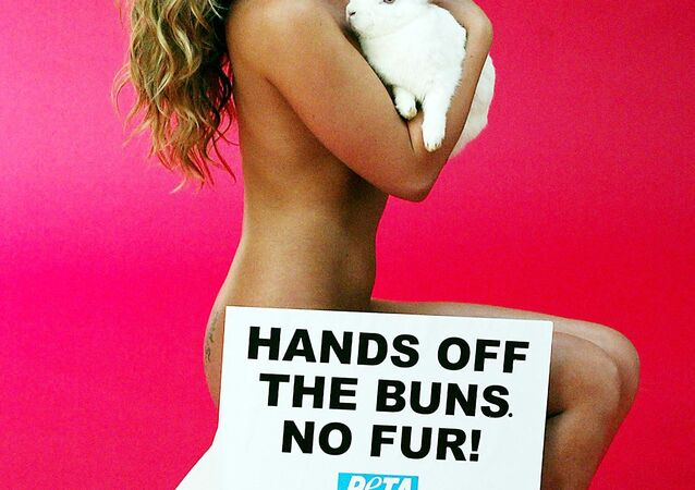 Naked Australian model and singer Imogen Bailey holds Reggie the rabbit during filming for an anti-fur campaign ad sponsored by the environmental group People for the Ethical Treatment of Animals (PETA) in Sydney, 25 March 2004.