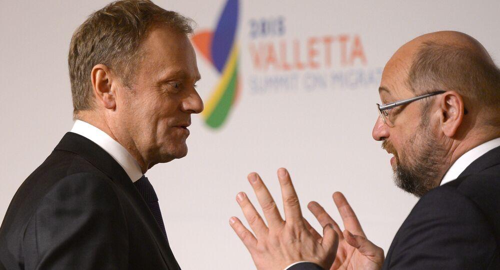 European Council President Donald Tusk (L) and European Parliament President Martin Schulz