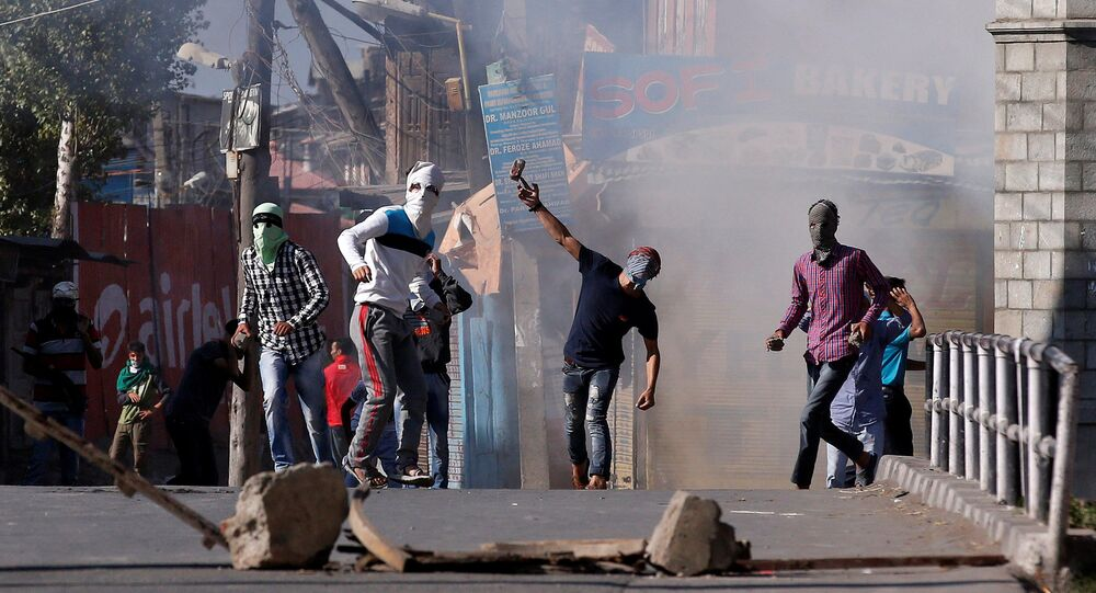 Demonstrators hurl stones towards Indian policemen during a protest in Srinagar, against the recent killings in Kashmir region, September 25, 2016