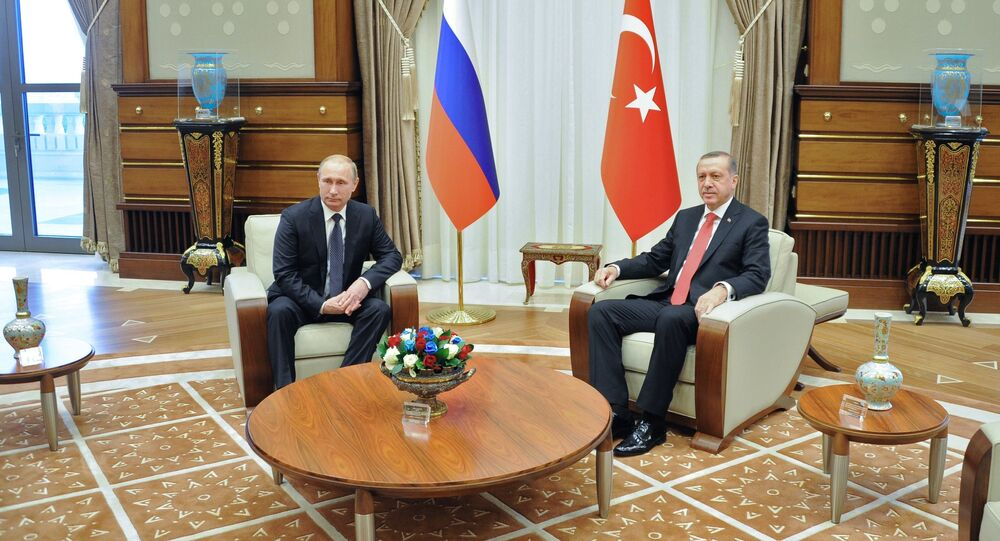 Russian President Vladimir Putin, left, and President of Turkey Recep Tayyip Erdogan during a meeting in the Presidential Palace in Ankara (File)