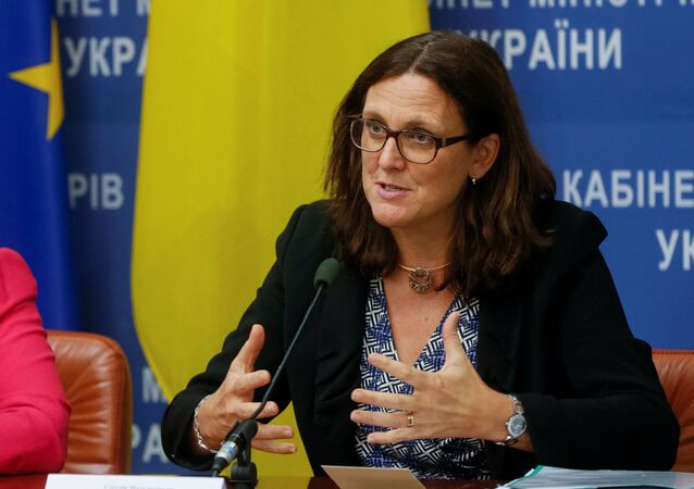 EU Trade Commissioner Cecilia Malmstrom (R) and Vice Prime Minister of Ukraine for European and Euro-Atlantic Integration Ivanna Klympush-Tsintsadze attend a news conference in Kiev, Ukraine September 30, 2016