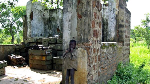 A Sudanese child is pictured  in front of a partially-destroyed house used to store ammunitions in Yei, south Sudan, where the Sudan People's Liberation Army has its headquarters (File) - Sputnik International
