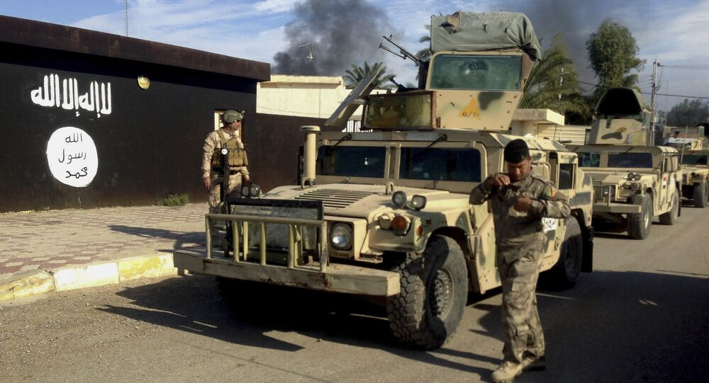 Iraqi army soldiers deploy in front of a court run by the Islamic State group after a military operation to regain control of the town of Sadiyah in Diyala province, 60 miles (95 kilometers) north of Baghdad, Iraq (File)