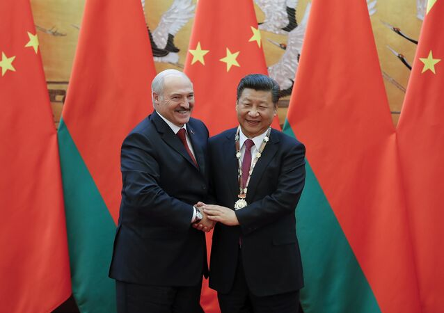 Chinese President Xi Jinping (R) shakes hands with Belarus' President Alexander Lukashenko after being awarding the Belarus peace and friendship medal at the Great Hall of the People in Beijing on September 29, 2016