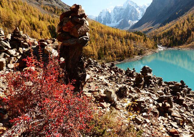 The Nizhnee (Lower) Shavlinskoye Lake in Kosh-Agachsky District of the Altai Republic.