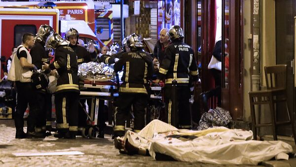 In this November 13, 2015 file photo, rescue workers tend to victims of the terrorist attacks in the 10th district of Paris - Sputnik International