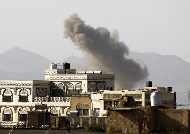 Smoke billows from buildings following a reported air strike carried out by the Saudi-led coalition in the Yemeni capital Sanaa on October 5, 2016