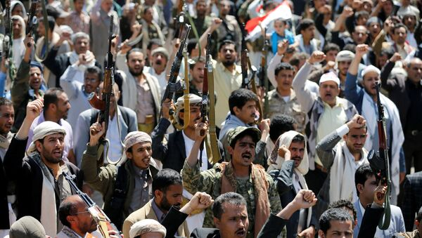 Armed people demonstrate outside the United Nations offices against Saudi-led air strikes on funeral hall in Sanaa, the capital of Yemen, October 9, 2016 - Sputnik International