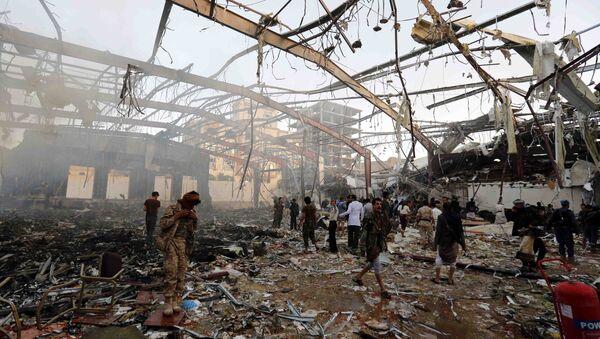 People inspect the aftermath of a Saudi-led coalition airstrike in Sanaa, Yemen, Saturday, Oct. 8, 2016 - Sputnik International