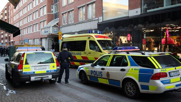 Policemen and ambulance workers stand in front of the entrance of a building in Storgatan in central Malmo (photo used for illustration purpose) - Sputnik International