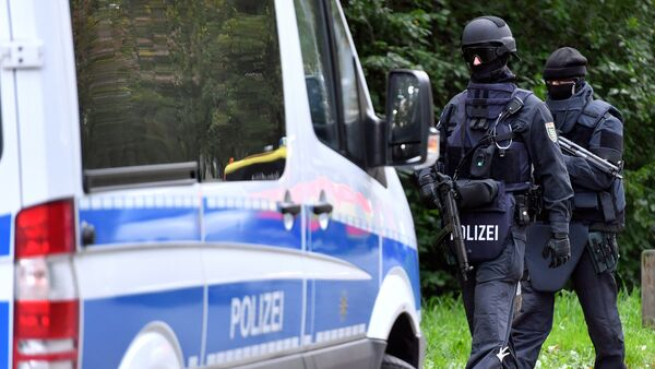 Policemen of a special unit are pictured at the Yorckgebiet district of Chemnitz, eastern Germany, where German police commandos hunting a fugitive Syrian bomb plot suspect raided a flat on October 9, 2016 - Sputnik International