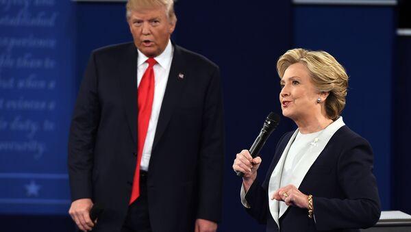 US Democratic presidential candidate Hillary Clinton and US Republican presidential candidate Donald Trump debate during the second presidential debate at Washington University in St. Louis, Missouri, on October 9, 2016 - Sputnik International