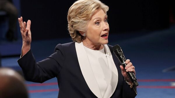 Democratic U.S. presidential nominee Hillary Clinton speaks to members of the audience during the presidential town hall debate with Republican US presidential nominee Donald Trump at Washington University in St. Louis, Missouri, US, October 9, 2016. - Sputnik International
