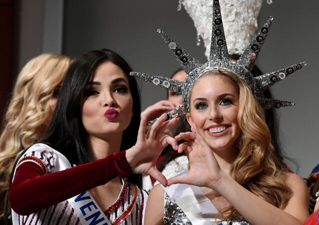 Miss Venezuela Jessica Duarte (L) and Miss USA Kaitryana Leinbach pose during a photo session of the opening press preview of 2016 Miss International Beauty Pageant in Tokyo on October 11, 2016.