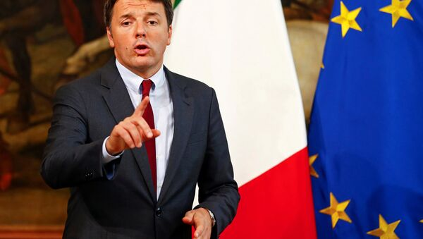 Italian Prime Minister Matteo Renzi gestures as he talks during a news conference at Chigi Palace in Rome, Italy October 12, 2016. - Sputnik International