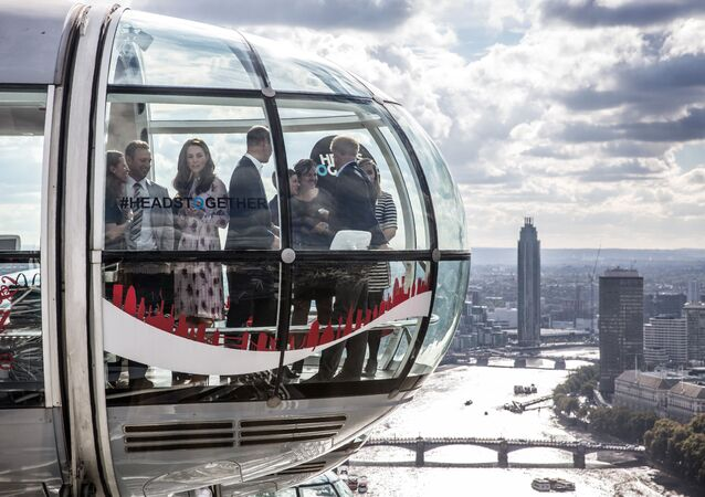 Britain's Catherine, Duchess of Cambridge (3L), her husband Britain's Prince William, Duke of Cambridge (C), and his brother Britain's Prince Harry (R), travel in a pod of the London Eye with members of the mental health charity Heads Together during an event to celebrate World Mental Health Day, in central London on October 10, 2016.