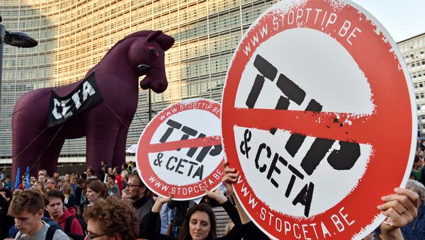 Thousands of people demonstrate against the Transatlantic Trade and Investment Partnership (TTIP) and the EU-Canada Comprehensive Economic and Trade Agreement (CETA) in the centre of Brussels, Belgium September 20, 2016. - Sputnik International