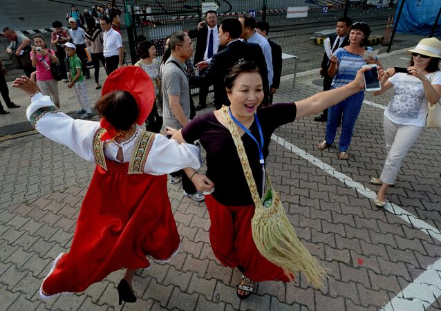 Chinese tourists are welcomed in the port of Vladivostok as China's Taishan cruise ship arrived in Vladivostok.file photo