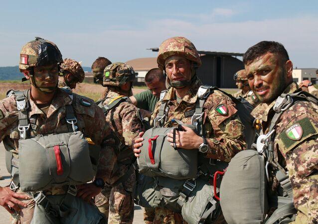 Three Italian paratroopers (File)