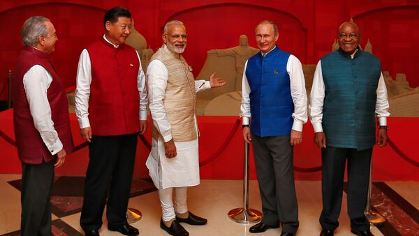 (L-R) Brazil's President Michel Temer, Chinese President Xi Jinping, Indian Prime Minister Narendra Modi, Russian President Vladimir Putin and South African President Jacob Zuma pose infront of a sand sculpture ahead of BRICS (Brazil, Russia, India, China and South Africa) Summit in Benaulim, in the western state of Goa, India, October 15, 2016 - Sputnik International