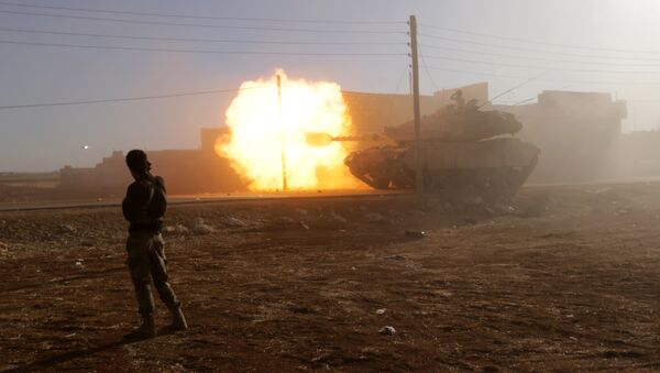 A rebel fighter stands near a Turkish tank as it fires towards Guzhe village, northern Aleppo countryside, Syria October 17, 2016 - Sputnik International