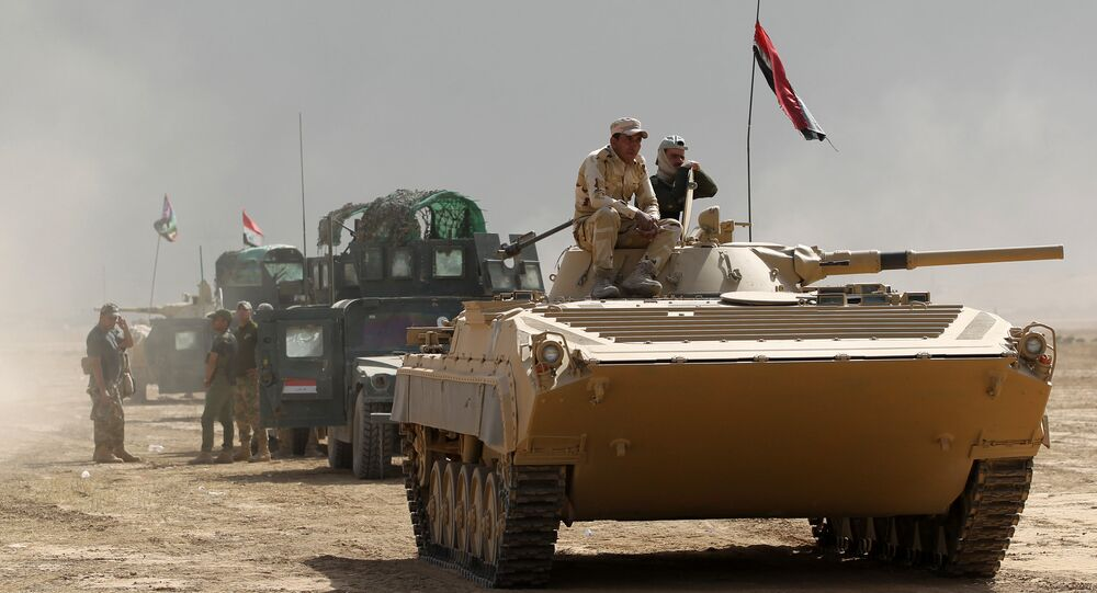 Iraqi forces hold a position on October 17, 2016 in the area of al-Shurah, some 45 kms south of Mosul, as they advance towards the city to retake it from the Islamic State (IS) group jihadists