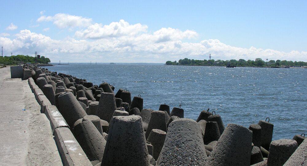 The narrow strait at Baltiysk between the Baltic Sea and the Vistula Lagoon