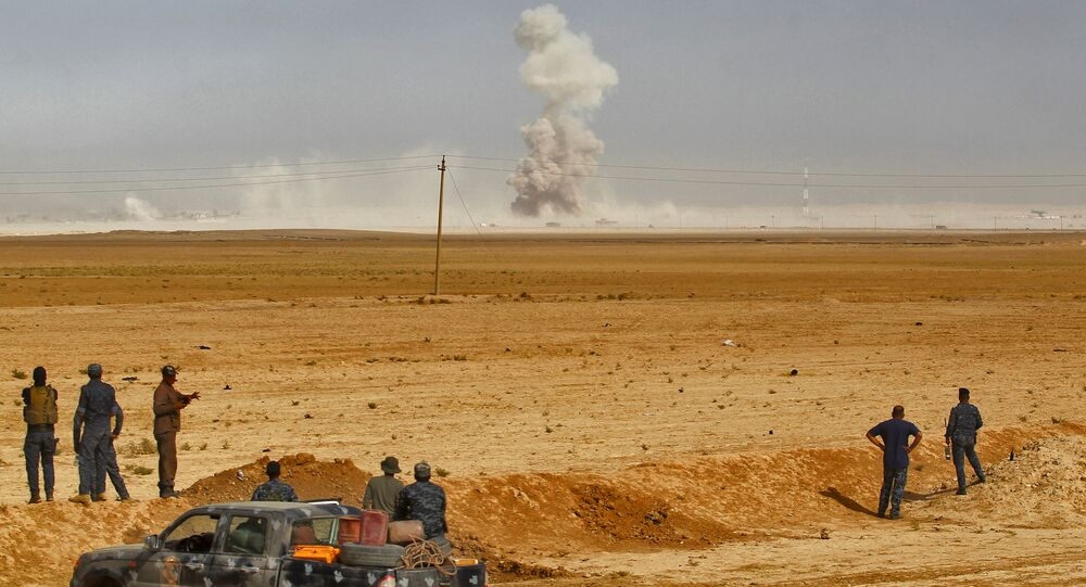 Smoke billows as Iraqi forces hold a position on October 17, 2016 in the area of al-Shurah, some 45 kms south of Mosul, while advancing towards the city to retake it from the Islamic State (IS) group jihadists