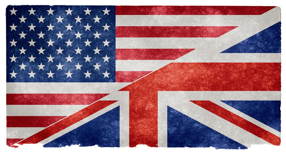 US and UK flag.