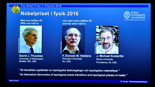 A screen showing pictures of the winners of the 2016 Nobel Prize for Physics during a news conference by the Royal Swedish Academy of Sciences in Stockholm, Sweden October 4, 2016. From left: David Thouless, Duncan Haldane and Michael Kosterlitz. - Sputnik International