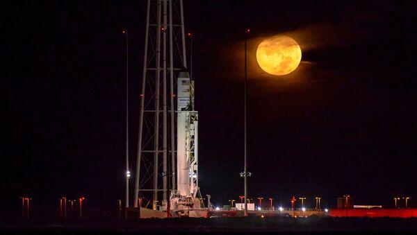 Ракета-носитель Антарес с космическим кораблем Cygnus на борту на полигоне в Вирджинии - Sputnik International
