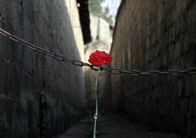 A red carnation sits at the entrance of the corridor where prisoners were once shot, prior to the commemoration ceremony on the occasion of the 60th anniversary of the liberation of the Nazi women's concentration camp of Ravensbrueck in Fuerstenberg, north of Berlin, eastern Germany. (File)