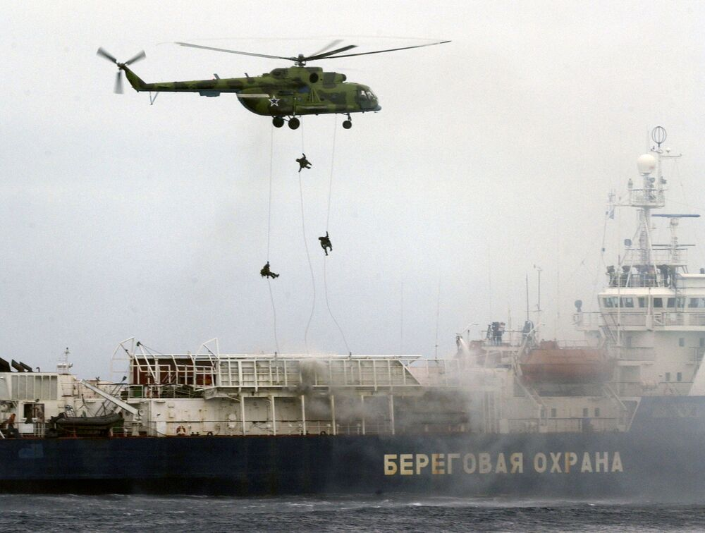 Russian Special Forces officers descend on a Russian coast guard seized ship during joint Russian-Korean maneuvers in the Pacific Ocean near the far eastern Russian port of Vladivostok on August 2, 2007.