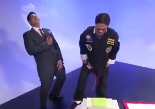 Hilarious moment reporter exposes a fake Kung fu master on live TV