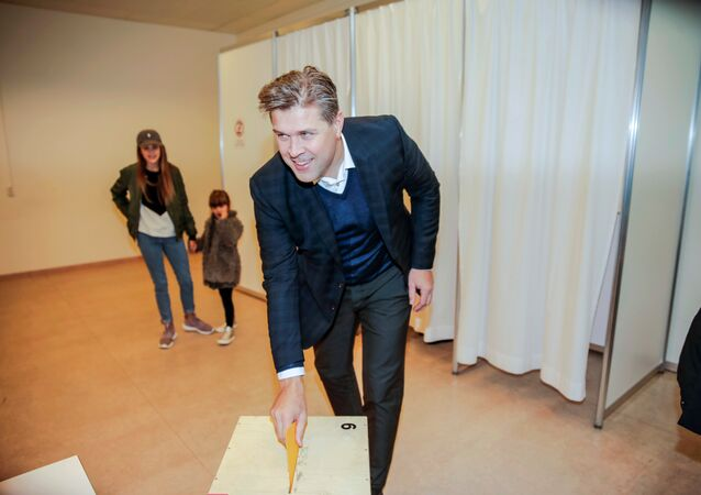 Bjarni Benediktsson of the Independence Party votes during the parliamentary election in Kopavogur, Iceland October 29, 2016.