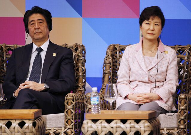 Japanese Prime Minister Shinzo Abe and South Korea President Park Geun-hye listen during the ABAC dialogue at the Asia-Pacific Economic Cooperation (APEC) summit in Manila, Philippines. (File)