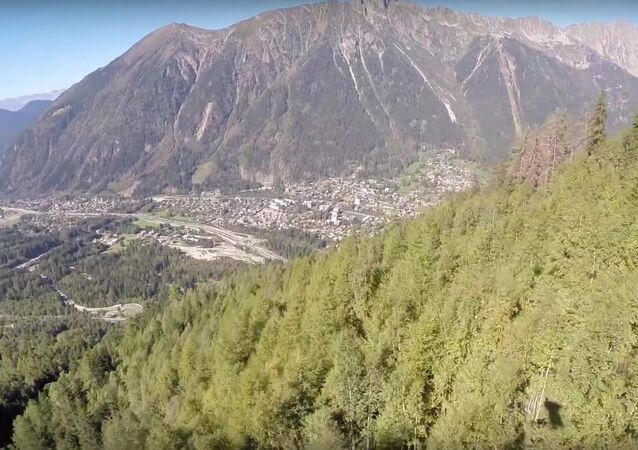 Eric Dossantos Chamonix Wingsuit Tree Line (crash)