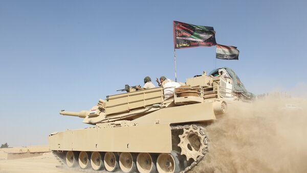 A tank of the Iraqi army drives south of Mosul, Iraq October 30, 2016 - Sputnik International