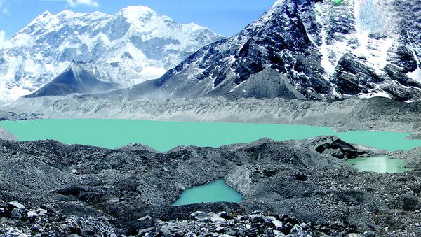 This undated hand out picture shows a view of Lake Imja Tsho in a valley situated south of Everest in Nepal. Himalayan glaciers are retreating fast and could disappear within the next 50 years, experts warned, 04 June 2007, at a conference in Nepal's capital looking at the regional effects of global warming - Sputnik International
