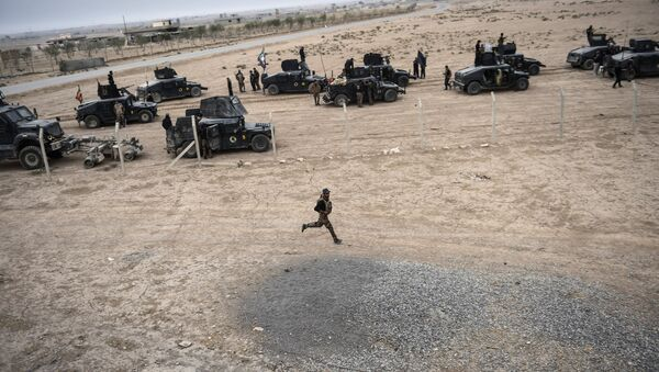 Members of the Iraqi Counter Terrorism Service (CTS) drive near the village of Bazwaya, on the eastern edges of Mosul, tightening the noose on Mosul as the offensive to retake Daesh stronghold entered its third week on October 31, 2016 - Sputnik International