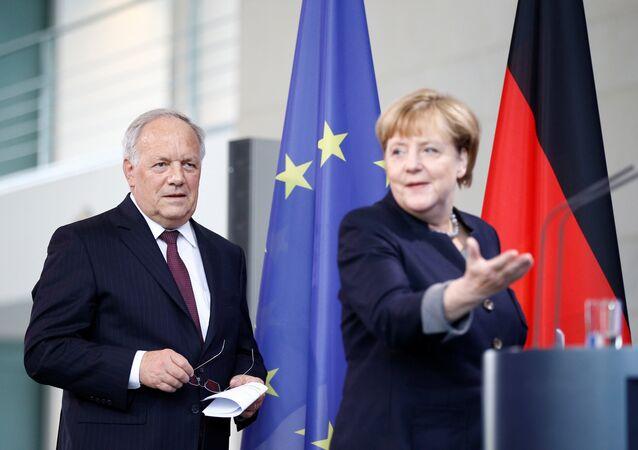 German Chancellor Angela Merkel and Swiss President Johann Schneider-Ammann attend a media conference in the chancellery in Berlin, Germany, November 2, 2016.